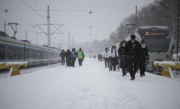 Talvinen sää jatkuu koko maassa.
