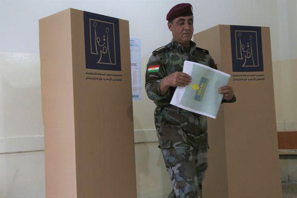 Irakissa muun muassa sotilaat ja poliisit äänestivät ennakkoon jo torstaina 10. toukokuuta. Kuva Erbilistä Irakin Kurdistanista.