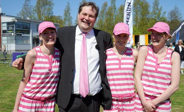 Jethro Rostedt juoksi kahdeksan kilometrin radan puku päällä.