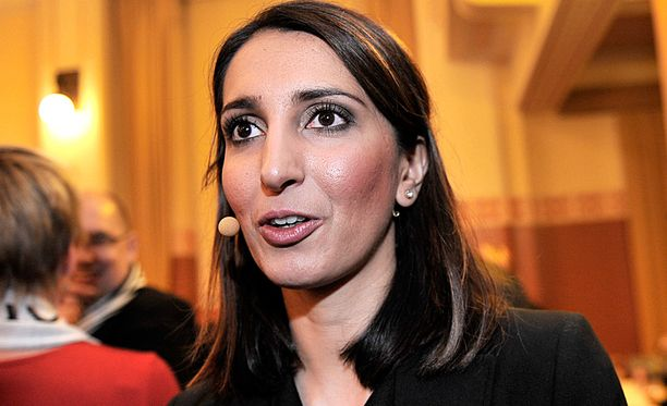 Nasima Razmyar (sd) kertoo halunneensa julkaista saamiaan rajuja uhkailuja sananvapauden nimissä.