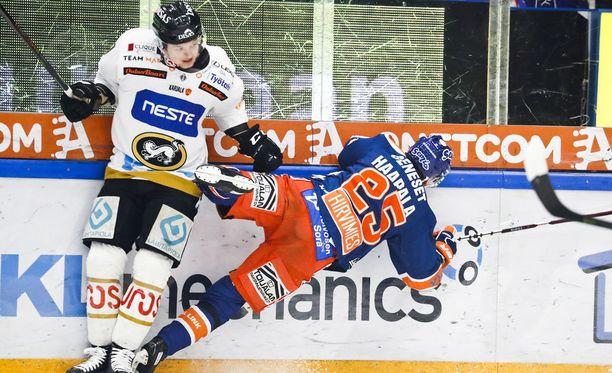 Kuudes finaali torstaina Tampereella on ollut 40 minuuttia viihdyttävää jääkiekkoilua.