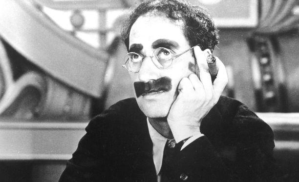 Groucho Marx oli kuuluisa sutkautuksistaan, kuten tällaisista: En koskaan unohda kasvoja - mutta teidän kohdallanne voisin tehdä poikkeuksen.