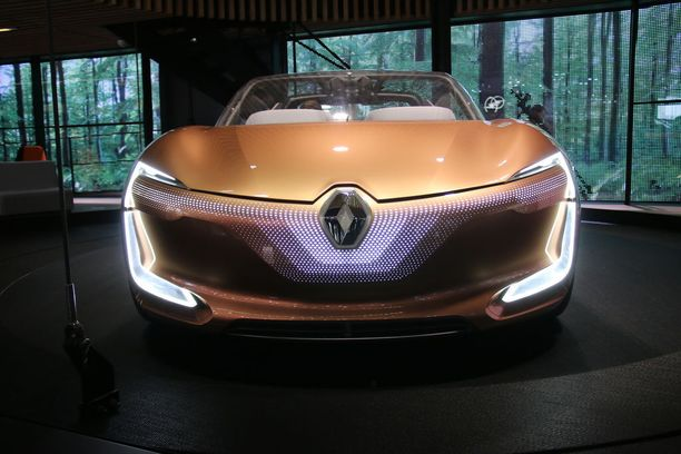 Vahvasti muotoiltu Renault-keula.