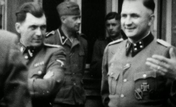 Myöhempinä vuosinaan Mengele piti 14-15 koiran laumaa suojanaan.