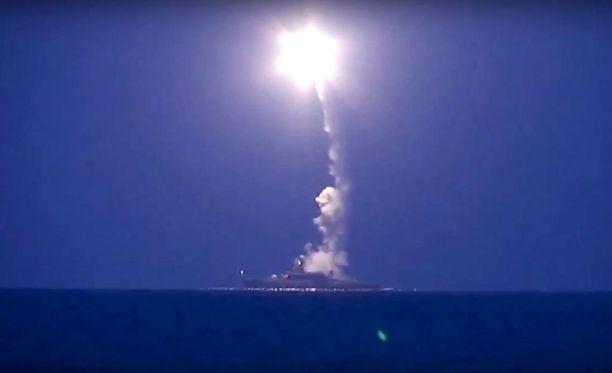 Yhdysvaltalaisten viranomaisten mukaan Venäjä on ampunut ohjuksia vahingossa Iranin puolelle.