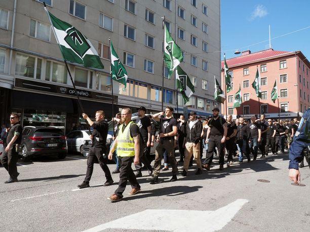 Pohjoismaisen vastarintaliikkeen uusnatsit marssivat lauantaina Turussa.