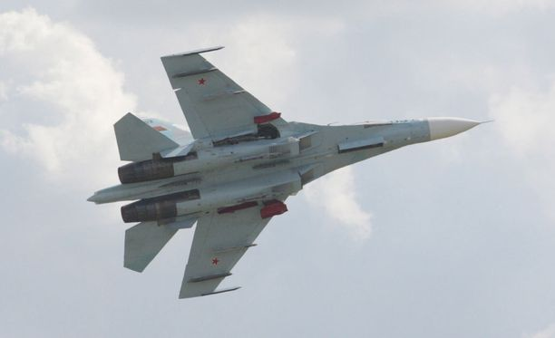 Venäjän Su-27-hävittäjä toimi Ruotsin puolustusvoimien mukaan poikkeavasti. Arkistokuva.