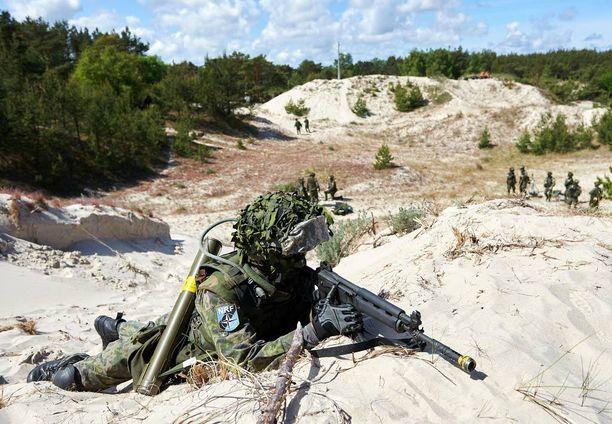 Suomalainen taistelija Naton Baltops 2015 -harjoituksessa Pohjois-Puolassa kesällä 2015. Suomen lisäksi harjoitukseen osallistui sotilaita Puolasta, Alankomaista, Tanskasta, Virosta, Latviasta, Liettuasta, Britanniasta ja Yhdysvalloista.