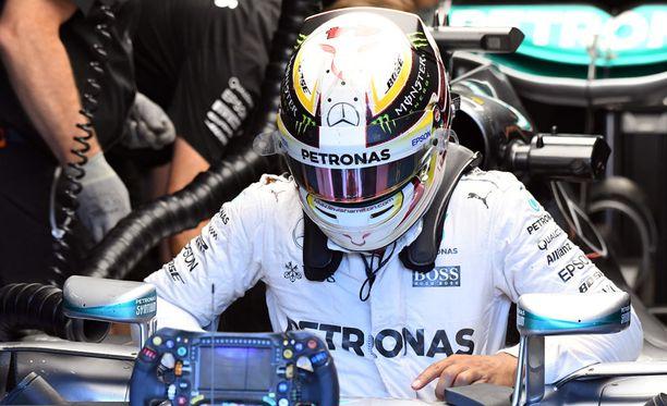 Lewis Hamilton starttaa Belgian osakilpailuun hänniltä.