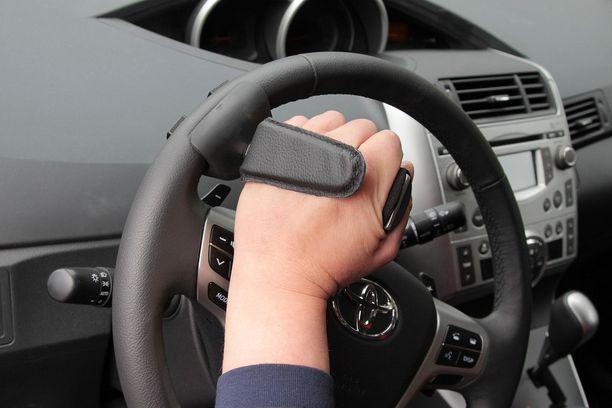 Rattikahva helpottaa ratin pyörittämistä.