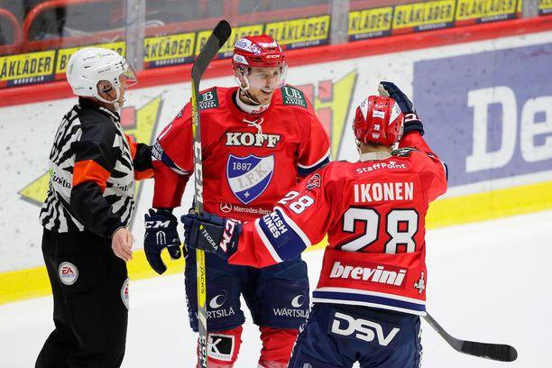 Corey Elkins (0+3) ja Jasse Ikonen (1+1) muodostivat kuvasta puuttuvan Tomi Tuomiston (1+1) kanssa HIFK:n tehoketjun.
