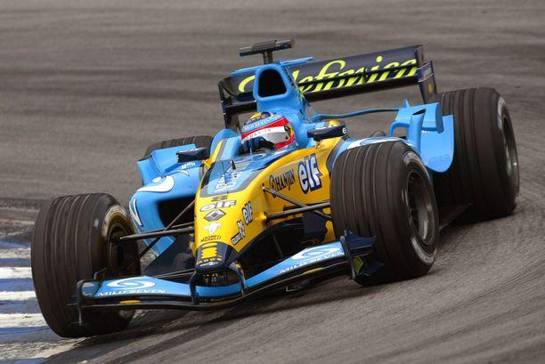Fernando Alonso kisasi Renault'in V10-moottorilla varustetulla autolla 2003–2005.