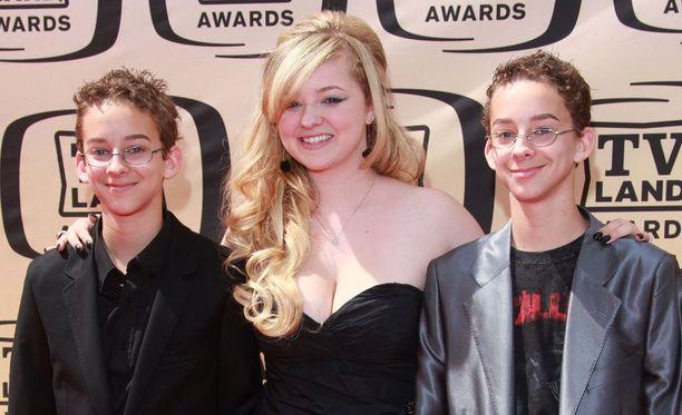 Sisarukset Sawyer (vas.), Madylin ja Sullivan Sweeten viisi vuotta sitten TV Land Awards -juhlassa.