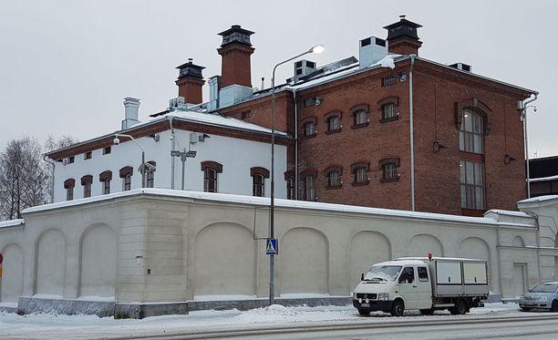 Etelä-Savon käräjäoikeus passitti taposta tuomitun virolaismiehen Mikkelin vankilaan. Uhrin ja tuomitun yhteinen poika päätyi isovanhempien hoitoon.