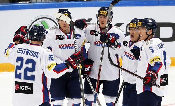 Etelä-Korea jopa johti Kanadaa avauserän jälkeen 2-1.