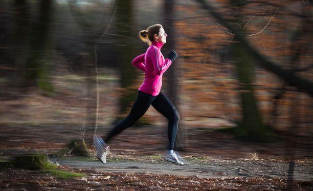 Juoksijan on hyvä pohjustaa ensin kuntoaan, ja lisätä vasta sitten harjoittelun määrää sekä tehoa.