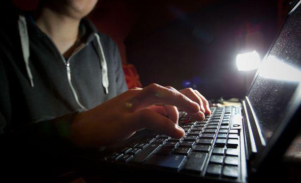 Hakkeri kiusaa terveysalan toimijoita Yhdysvalloissa. Kuvituskuva.