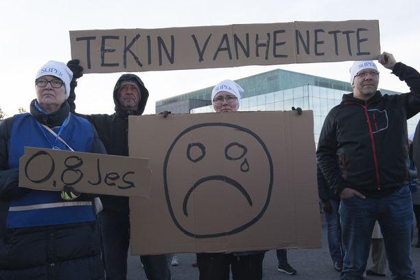 Kuvituskuva. Hoitajien mielenosoitus Helsingissä 7.10.2016 hallituksen suunnittelemien hoitotyön leikkausten takia.