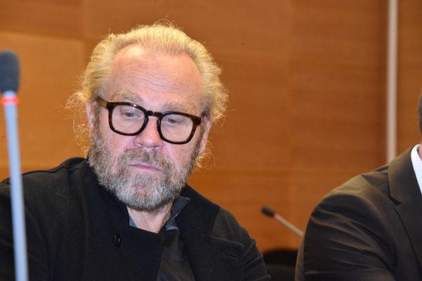Jussi Parviaiselle luettiin syytteet Helsingin käräjäoikeudessa.