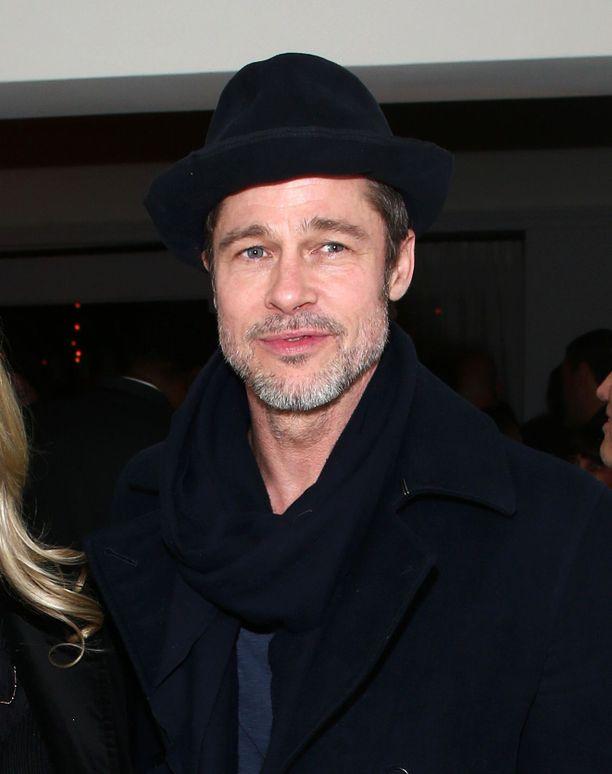 Brad Pitt on viihtynyt poikamiehenä erottuaan Angelina Joliesta.