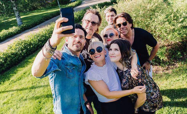 Vain elämää -kausi alkaa Lauri Tähkän päivällä. Kauden muita artisteja ovat Mikko Kuustonen, Hector, Anna Puu, Suvi Teräsniska, Chisu ja Mikael Gabriel.