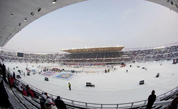 Jokerit ja HIFK järjestävät yhdessä ulkoilmatapahtuman, kertoo Kauppalehti. Kuva Olympiastadionilta vuodelta 2012.