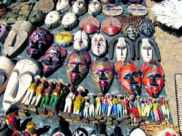 Afrikkalaiset käsityöt ovat suosittuja tuliaisia.