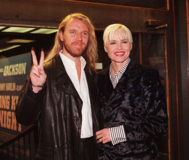 Renny Harlin ja Geena Davis kävivät joulukuussa 1996 Helsingissä juhlistamassa yhteisen elokuvansa The Long Kiss Goodnightin Suomen ensi-iltaa.