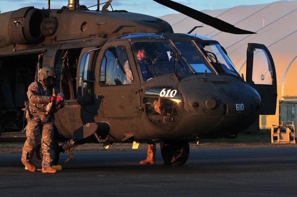 Kanadalaisen helikopterin miehistöä etsitään Italian ja Kreikan väliseltä merialueelta. Kuvituskuva.