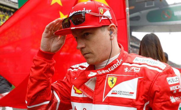 Kimi Räikkösen Kiinan GP suli Ferrarin outoon rengaskikkailuun.