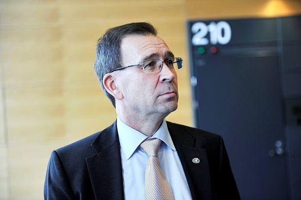 Syyttäjälaitos varautuu sota- ja terrorismirikosten lisääntymiseen järjestämällä erikseen nimetyille syyttäjille koulutusta. Kuvassa valtionsyyttäjä Jukka Rappe.
