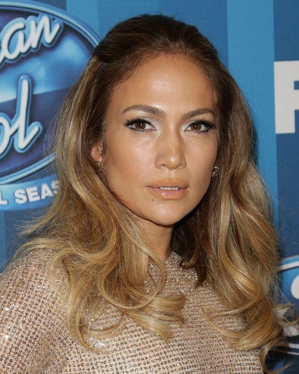 Jennifer Lopez hämmästytti isoilla huulillaan.