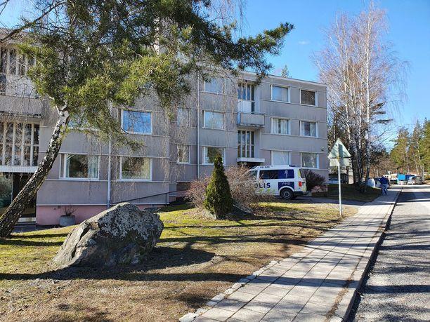 Poliisi sai lauantaina aamuyöllä 3. huhtikuuta tehtävän hätäkeskuksesta Paavolankadulla sijaitsevaan kerrostaloon.