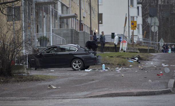 Uudenvuodenaattona Helsingin Siilitiellä ihmisten päälle ajaneen auton kuljettajan uskotaan saaneen sairauskohtauksen.