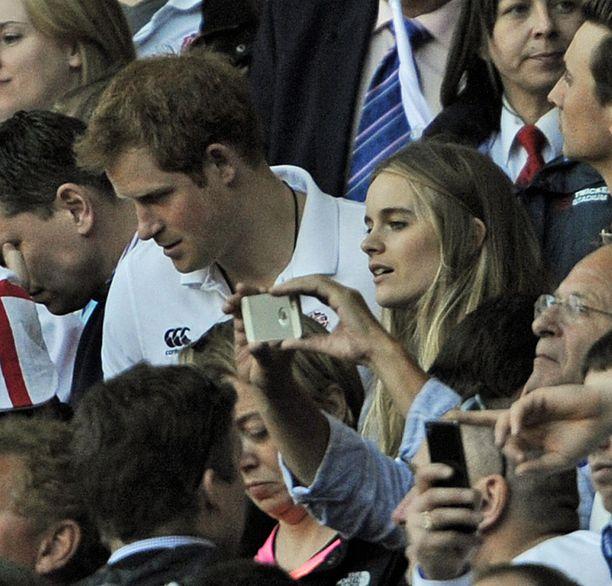 Cressida Bonas myös edusti prinssin vierellä erilaisissa tilaisuuksissa.