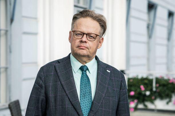 Helsingin pormestari Juhana Vartiaisen (kok) mukaan hänen allekirjoituksensa ei ole aito.