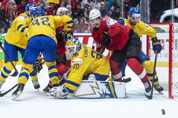 Ruotsin Henrik Lundqvist on tehnyt pitkän uran huipulla. Kevin Lankinen seurasi Lundqvistin otteita jo pikkupoikana.