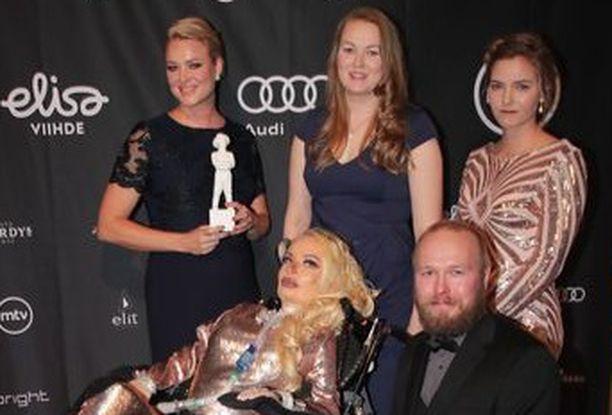 Jasmin Britneystä eli Jasmin Koskirannasta (kesk.) kertova Star Shaped Scar voitti parhaan lyhytdokumentin Jussin.