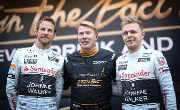 Mika Häkkinen toimi rauhanvälittäjänä Jenson Buttonin (vas.) ja Kevin Magnussenin välillä.