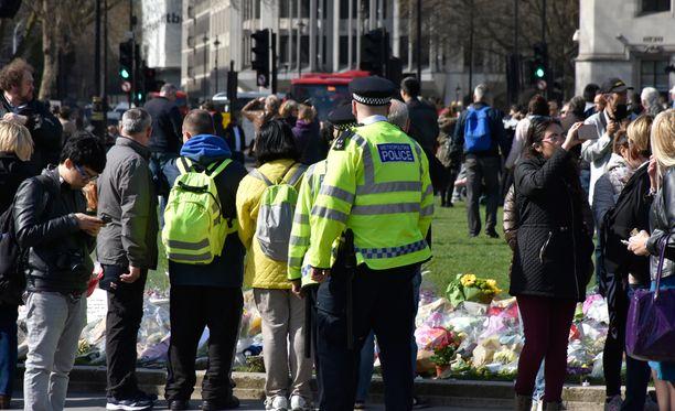 Alueella liikkui tavallista enemmän poliiseja, mutta heidän läsnäolonsa oli silti melko huomaamatonta.