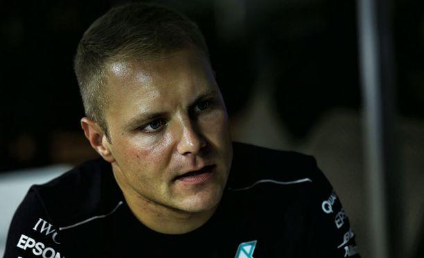 Jatkosopimuksen Mercedeksen kanssa tehnyt Valtteri Bottas oli haluttua juttuseuraa Singaporen GP-viikonlopun mediapäivässä.