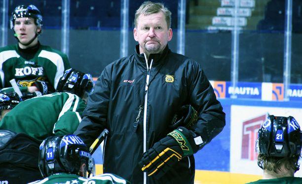 Riikan Dynamon KHL-joukkueesta viime viikolla potkut saanut Kari Heikkilä vastasi maanantaina myöntävästi Ilveksen tarjoukseen loppukauden pestistä.