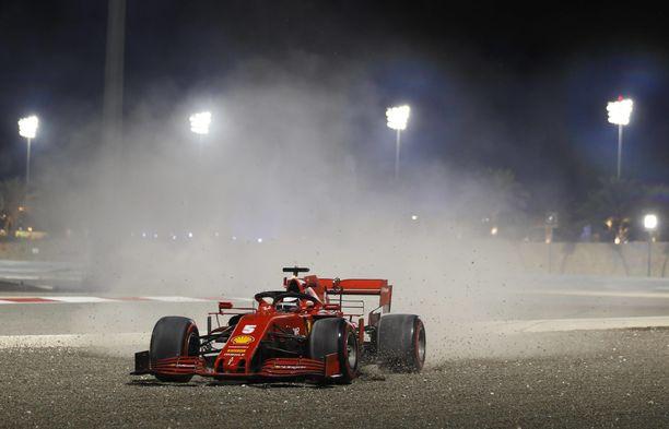 Sebastian Vettel ei ollut perjantaina ainoa kuski, joka ajoi mutkia leveäksi.
