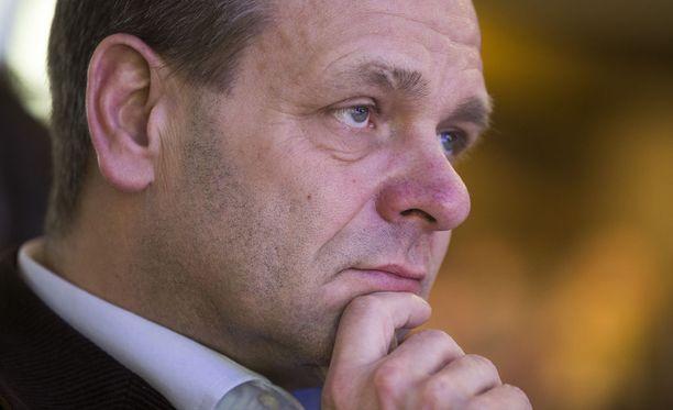 Helsingin Sanomat kertoo Jan Vapaavuoren lähtevän ehdolle kuntavaaleihin ja pyrkivän kokoomuksen pormestariehdokkaaksi.