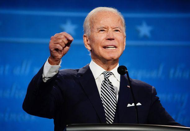 Keskiviikkoiltana Suomen aikaa Joe Biden johtaa ääntenlaskentaa.