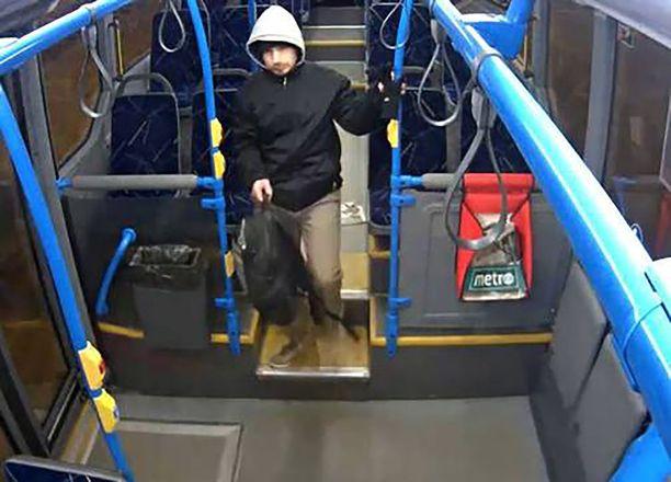 Harry Karjalainen lähti kotoaan Herttoniemestä keskiviikkona 8. helmikuuta ja nousi bussiin numero 93.