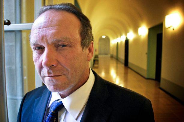 Perussuomalaisten kansanedustaja Teuvo Hakkarainen yritti panna kolarointinsa veronmaksajien piikkiin.