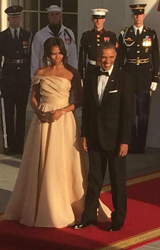 Michelle Obama edusti hehkeänä ja Obama kehui tätä kauniiksi.