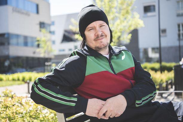 Happoradio perustettiin Helsingin Kalliossa 2001. Alun perin Tykki on kotoisin Joensuusta.