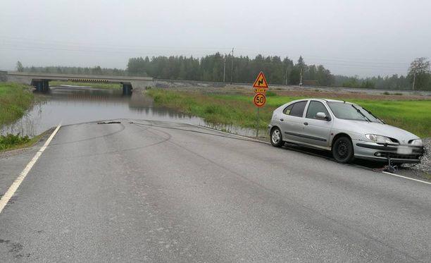 Tulvapaikka sijaitsee Kälviän Klapurintiellä.